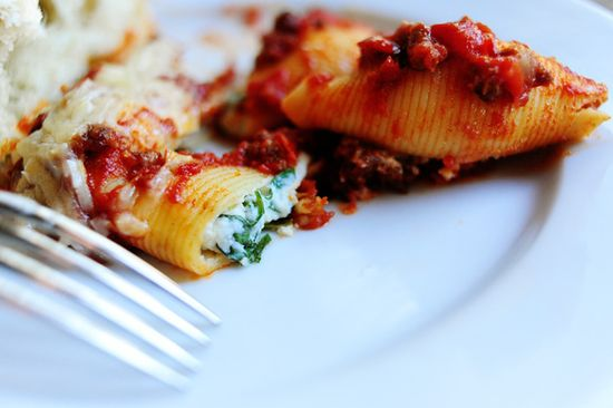 Pioneer woman--Three Cheese-Stuffed Shells with Meaty Tomato Sauce