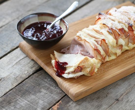 Monte Cristo Pull Apart Bread by foodbabbles: Ham, turkey, and cheese in one delicious bread. #Bread #Sandwich #Monte_Carlo