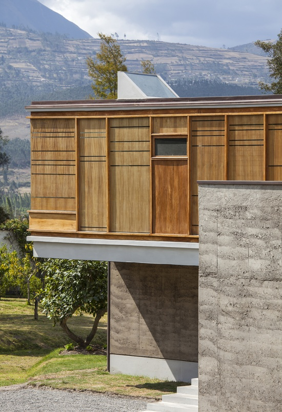Cotacachi House / Arquitectura X  Natural wood + Cement