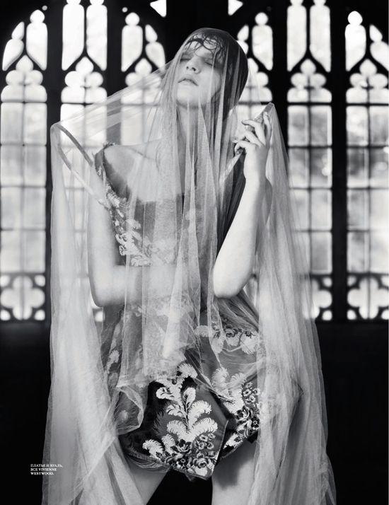 Magazine: Interview Russia  Issue: November 2012  Model: Laura Kampman