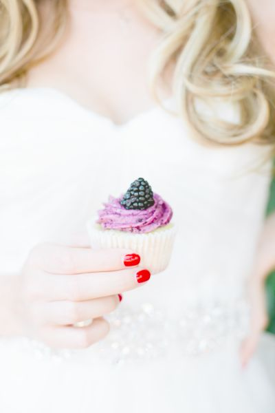 berry cupcake by www.sweetlunadess...