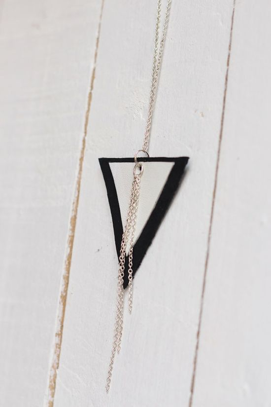 Leather triangle necklace in black & white