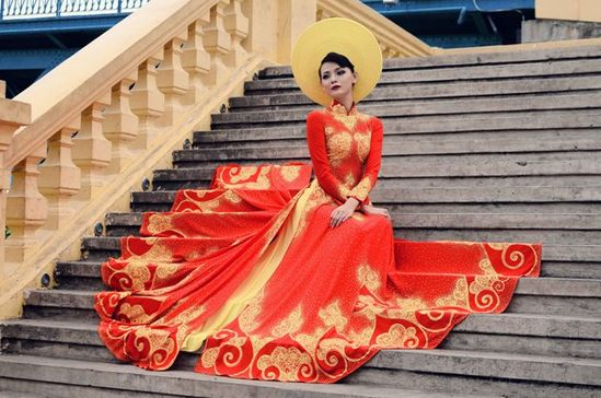 Vietnamese Wedding Dress.       ///////.     Vietnamese/English wedding invitation @ www.ThiepCuoiCali....        ///////////.