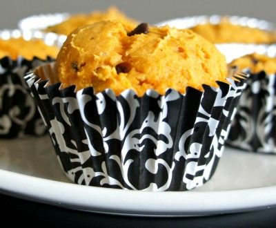 Recipe for 3-Ingredient Pumpkin Chocolate Chip Muffins (no oil, no eggs)