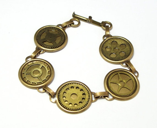 Vintage clock gear bracelet by Mystic Pieces #steampunk #jewelry #mysticpieces #etsy