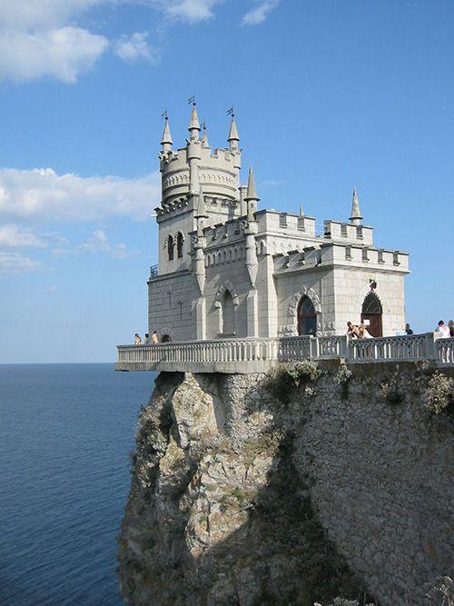 Swallows Nest Castle, Yalta, Crimea photo via perekop