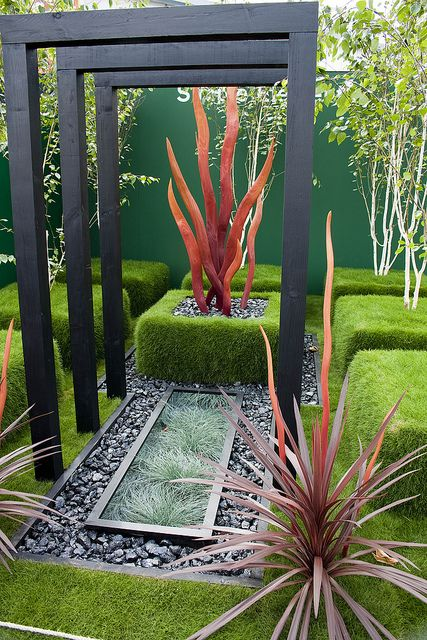 Modern garden by Philip Lench, via Flickr