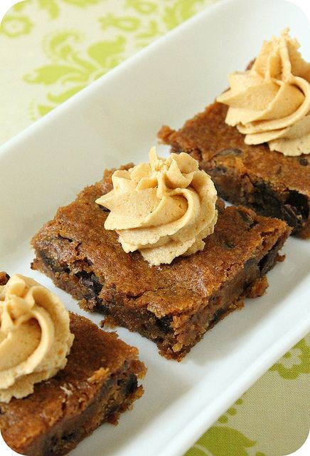 Vegan Pumpkin Chocolate Chip Bars. So yum.? Definitely use less chocolate chips than called for though