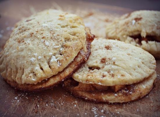 Easy Apple Pie Pockets Recipe = Yum! #apple #dessert #recipes