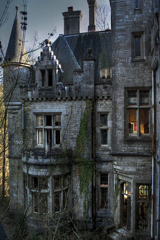 Abandoned castle in Ireland...love
