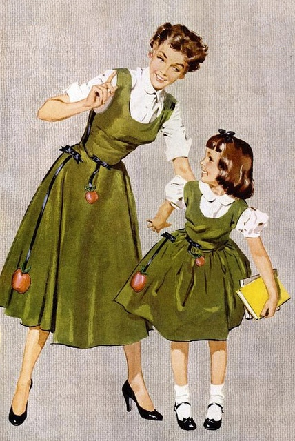 Endlessly darling matching mother-daughter autumn dresses. #vintage #1950s #dress #mother #daughter #apples #fashion #autumn #fall