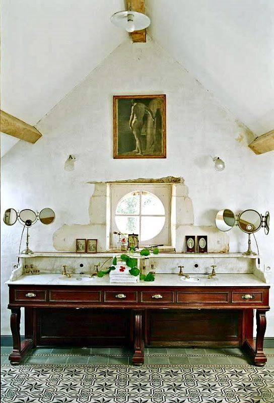I absolutely love this bathroom
