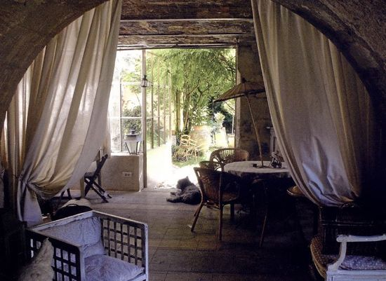 Bed and Breakfast in France - Villa Saint Louis in Provence. Overlooking the garden.