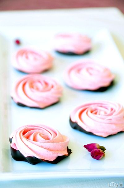 chocolate dipped- strawberry meringue roses