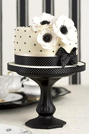 Black and White  peggy porschen #wedding #cake www.finditforwedd...