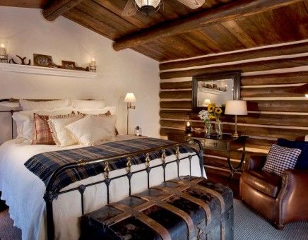 Small blacksmith bedroom decoration