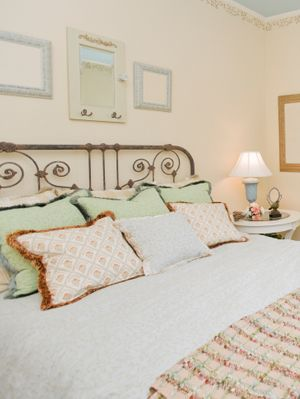 my next bedroom redo will be in shabby chic!