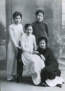 3.bp.blogspot.com...  Vietnamese women in ao dai.