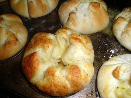 Chicken pot pie biscuits... sounds good and looks yummy!