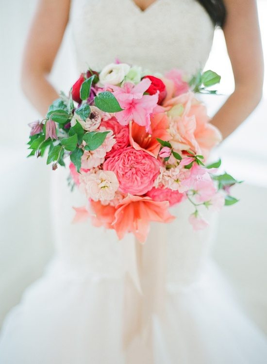 Gorgeous coral and peach bouquet #wedding #flowers