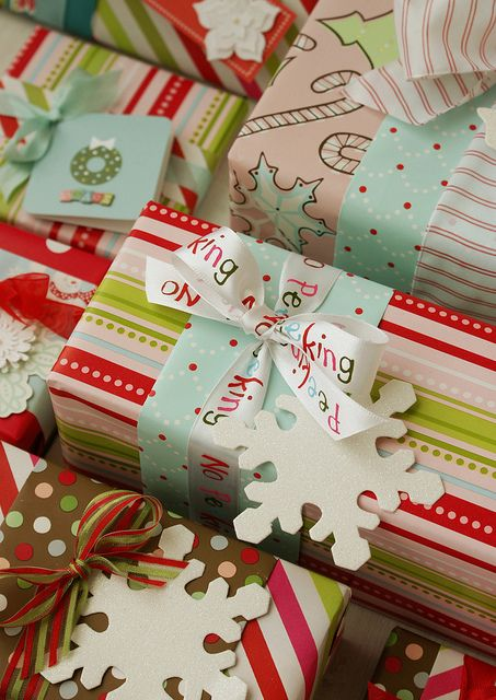 Christmas wrapping-using two different papers - such a cute idea!