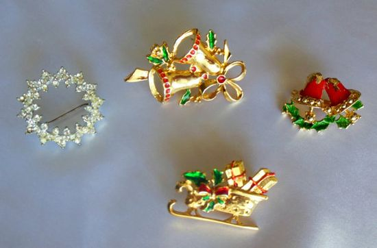 VIntage Jewelry Christmas Brooch Lot by VJSEJewelsofhope on Etsy, $8.00