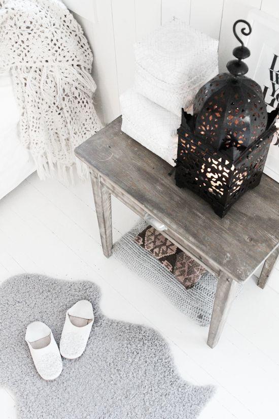 White Moroccan room design
