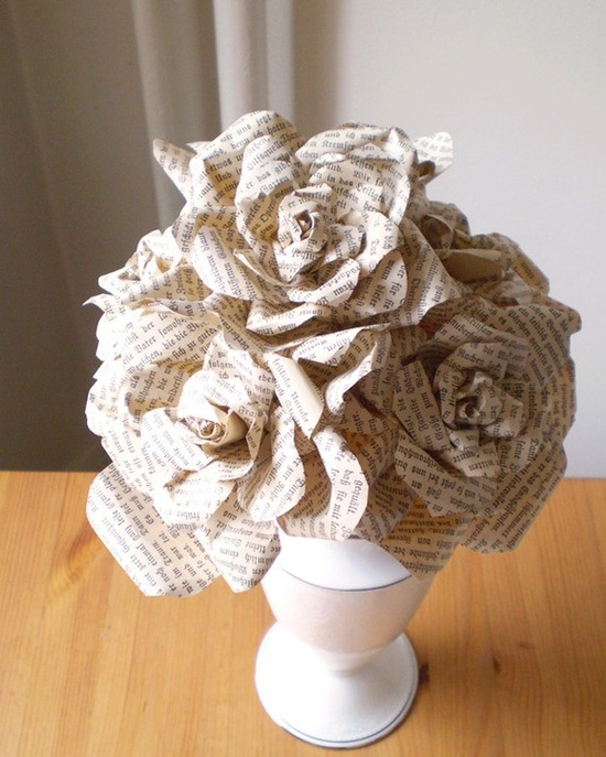How cool would it be to have a bouquet in which the flowers made from old vintage books?