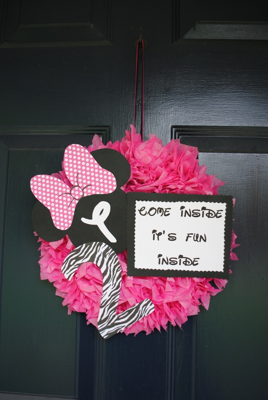 love the quote on the wreath! Minnie Mouse party