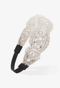 HAIR ACCESSORIES This is so pretty and delicate Goes perfect with some wavy hair or straight for all ages ;)