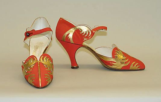 Vibrant gold and tomato red French evening shoes, c.1928. #vintage #1920s #shoes #fashion