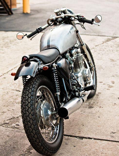 Honda CB550 brat... i love the bar-end mirrors :)
