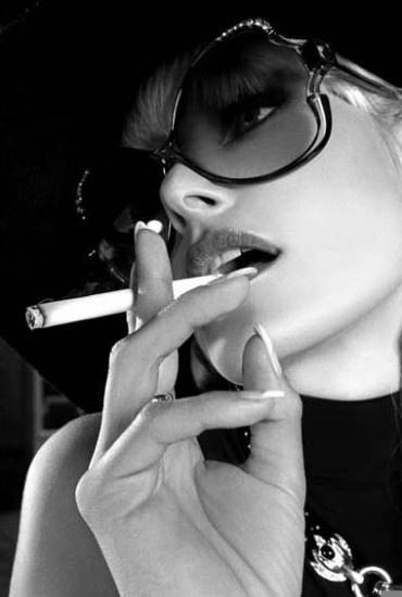 Sexy Smoking Girl dutyfreecigarette...