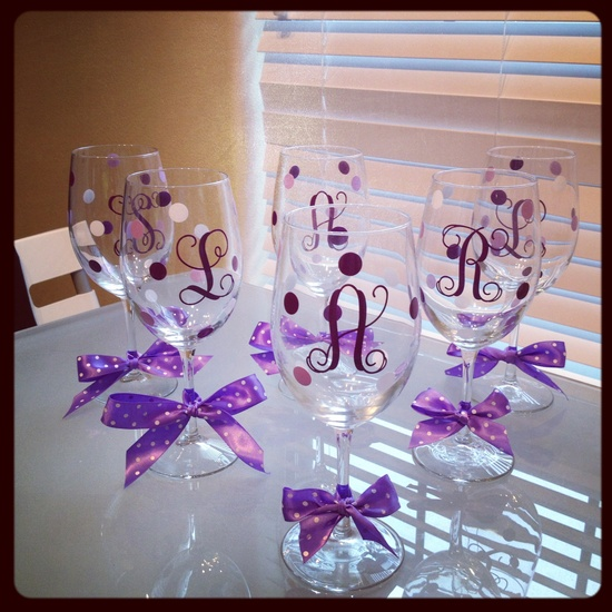 Easy do it yourself gift! And in any color to mach your wedding!