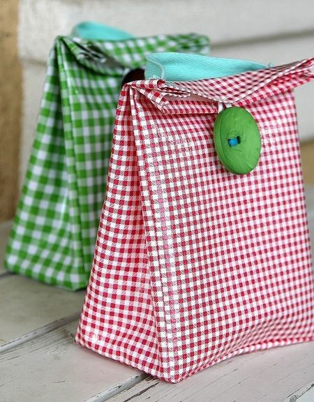 @Megan Morris / oil cloth lunch bag (Cute idea for picnic. Bring bag lunches for all your guests as a gift to take home)