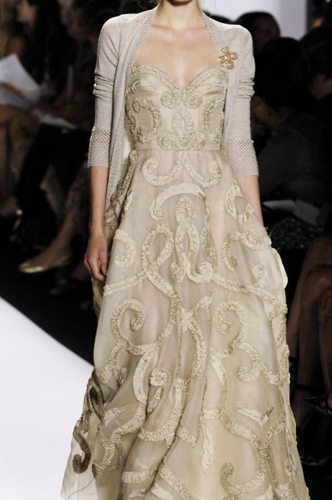 Oscar De La Renta: #weddingdress #gold