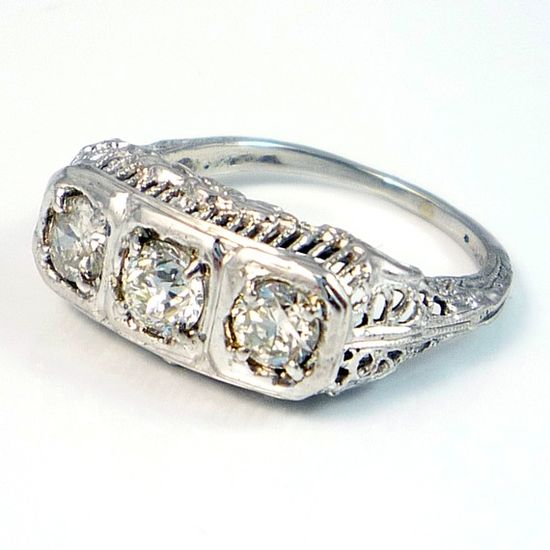 .Vintage art deco diamond ring