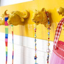 Make a toy animal rack. Tutorial in Swedish.