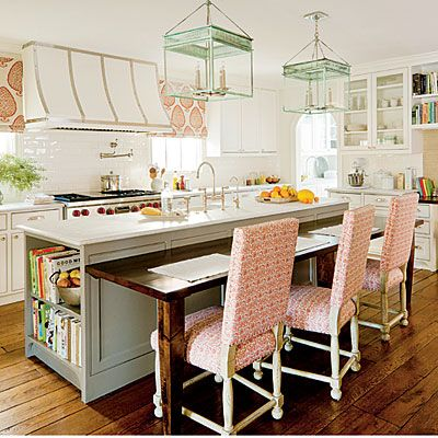 Designers Allison Smith and Erika Powell of Urban Grace Interiors start with the basics to take this suburban #kitchen from dreary to pretty.