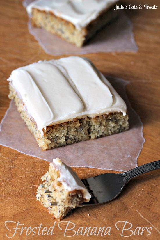Frosted Banana Bars ~ Soft and yummy banana bars topped with a cream cheese frosting? via www.julieseatsand...