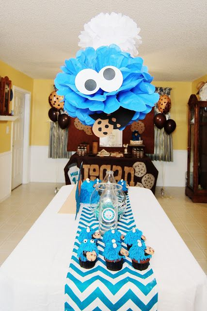 Awesome idea! Sesame Street Cookie Monster centerpiece.