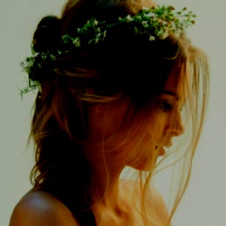 #Flowers in the hair to celebrate #spring