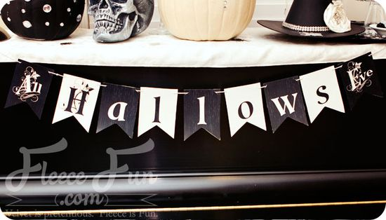 Free Halloween Printable Banner.  Love How neutral the colors are - will go with anything!  Fleecefun.com #halloween #DIY #printable #party