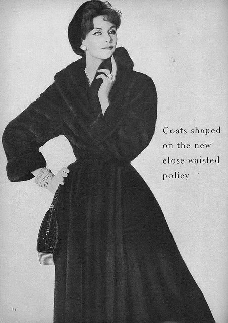 Love the cozy robe-like cut of this sophisticated 1950s winter coat. vintage #fashion #1950s #coat