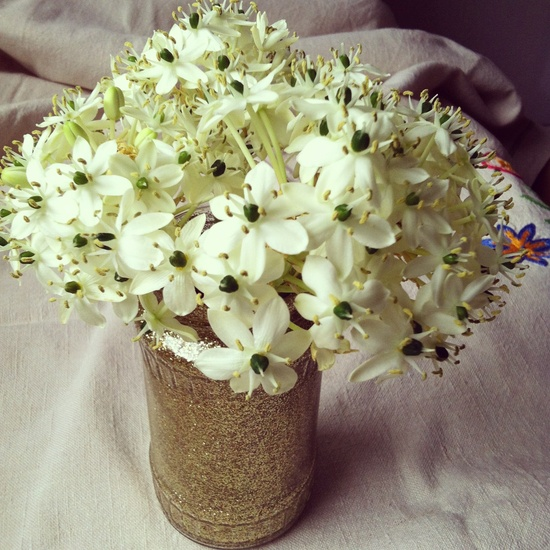 Glitter and white flowers