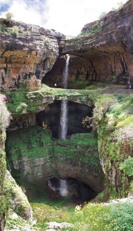 Lebanon, De Baatara kloof waterval is een waterval in de Tannourine, Libanon. De waterval valt 255 meter (837 voet) in de Baatara Pothole, een grot van kalksteen bij de Libanon Mountain Trail. Ontdekt in 1952 door de Franse bio-speleoloog Henri Coiffait. De grot is ook bekend als de 'Grot van de Drie Bruggen'.