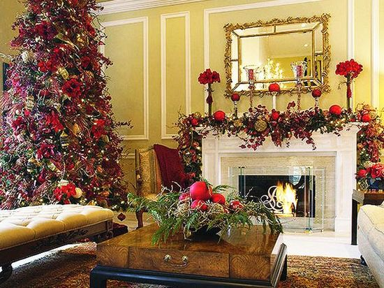 photos of living rooms decorated for Christmas