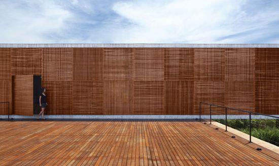 BT House / Studio Guilherme Torres