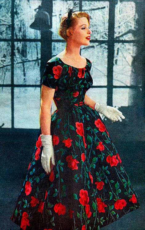 Beautiful green, red and black 1950s floral print dress. #vintage #1950s #dresses #fashion