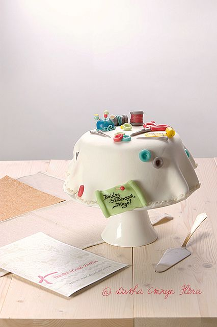 Such an incredibly awesome (edible) sewing notion covered birthday cake! #food #cooking #beautiful #foodphotography #birthday #cake #baking #crafts #sewing   I like it, it sounds ravishing.